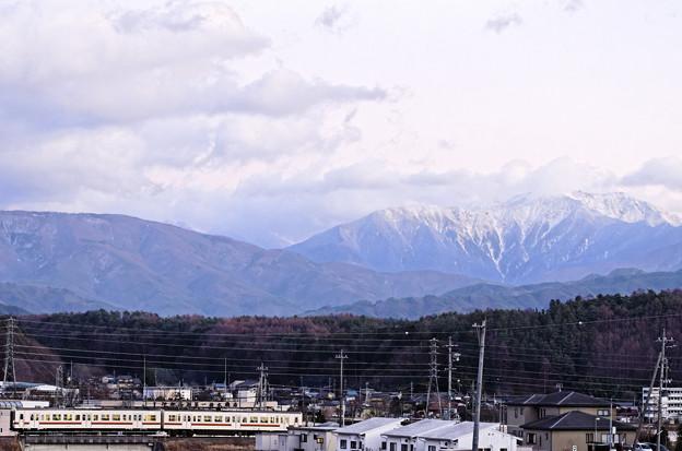 仙丈ヶ岳を背景に。