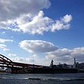 神戸大橋と いせ さざなみ
