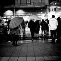 Photos: 横断歩道に夜の雨
