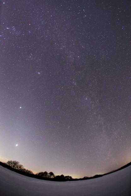 交差する黄道光と銀河
