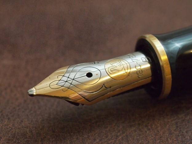 写真: Pelikan M450 ペン先