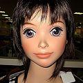 写真: マルショク日南のアニメ顔マネキン
