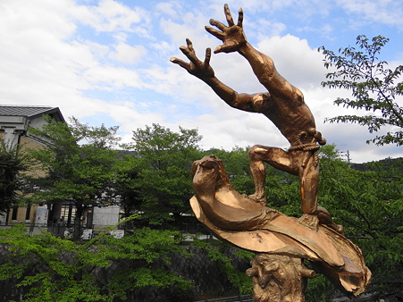 京都疎水記念館:巨大な輝き像