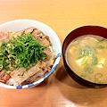 写真: 松屋 ねぎ塩ブタカルビ丼