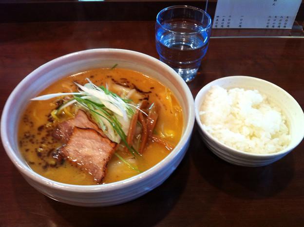 写真: 麺屋おざわ みそらーめん+ライス