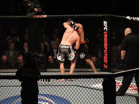 UFC 144 岡見勇信vsティム・ボーシュ (4)