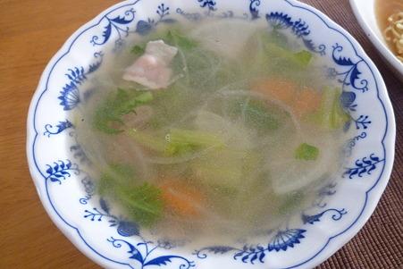ローストチキンの鶏ガラで作ったスープ