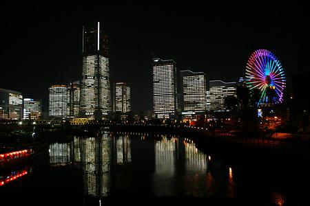 全館ライトアップの映り込み2011