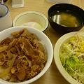 松屋牛めし小(200円)+野菜セット(100円)