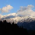 初冬の白山(1)  青空と雲に囲まれ