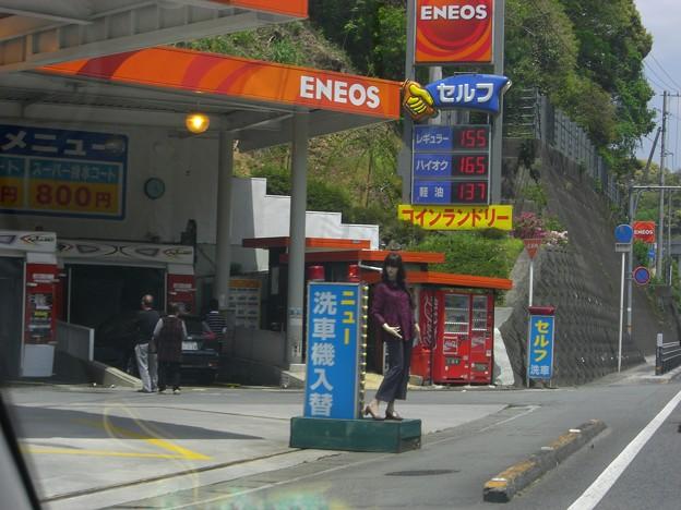 そこのお兄さん、ガソリン入れてかな~い?