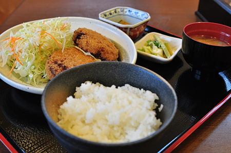 こしあぶらのコロッケ定食(道の駅・木曽川源流の里きそむら【長野】)