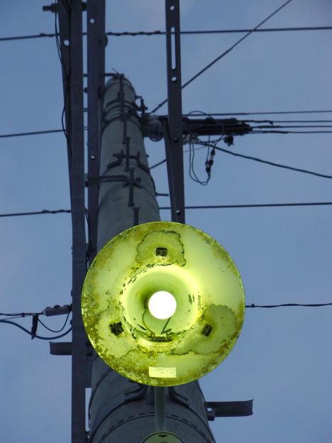 夕暮れの電柱街路灯