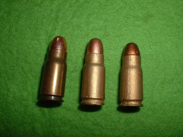 手持ち 8mm南部 実物(左)、オークション落札レジン(中)、頑(癌)住吉 南部14年式付属(右) Doburoku-T