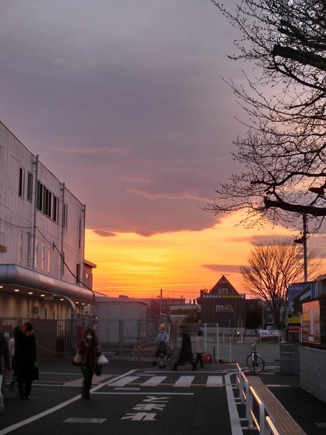 夕焼け・桜上水駅前・20120330-02